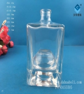 190ml晶白料方形玻璃酒瓶